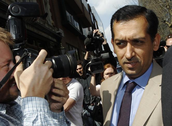 Mahmood Al Zarooni, l'un des entraîneurs de l'écurie Godolphin, le 25 avril à Londres, lors de son arrivée à la British Horseracing Authority.