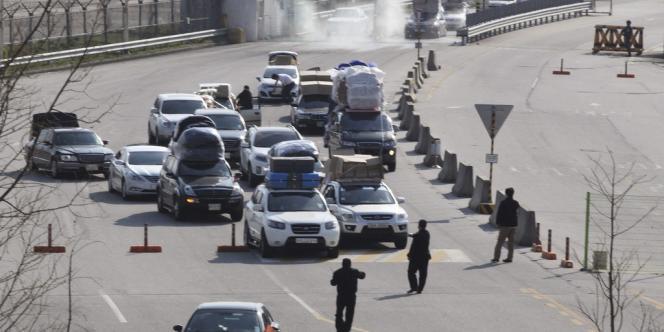Un premier groupe de travailleurs sud-coréens a quitté samedi 27 avril le site industriel situé en territoire nord-coréen après le rejet par Pyongyang de l'ouverture d'un dialogue.