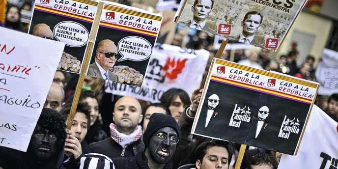 Depuis quelques  mois, la rue espagnole  manifeste régulièrement contre les  scandales qui entachent la monarchie.  Ici, à Palma de Majorque, le 25 février.