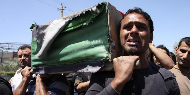 Funérailles à Bagdad, le 25 avril, après la mort de plusieurs soldats.