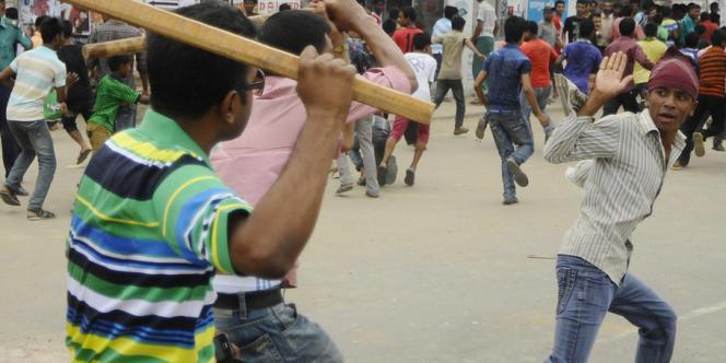 La colère contre la négligence qui a conduit au drame a provoqué de violentes manifestations depuis mercredi au Bangladesh, deuxième exportateur textile mondial derrière la Chine.