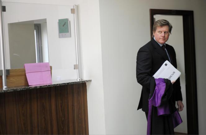 Le procureur spécial européen Jonathan Ratel, peu avant la peu avant la décision du tribunal européen à Pristina, le 29 avril.