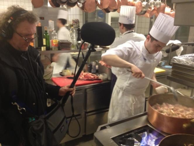 Dans les cuisines de l'Hôtel Raphaël avec l'ingénieur du son Hervé Déjardin, spécialiste du son