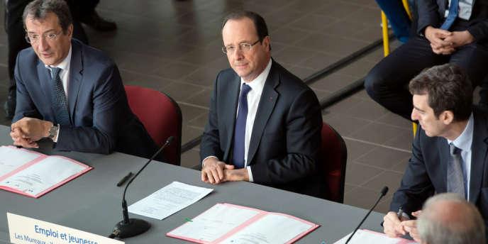 François Hollande, en déplacement aux Mureaux.