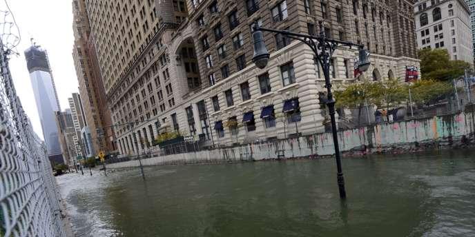 Près de 40 milliards de litres d'eaux usées se sont déversés des égouts dans les voies de circulation, les rivières et les canaux de la côte est des Etats-Unis à la suite de l'ouragan Sandy.