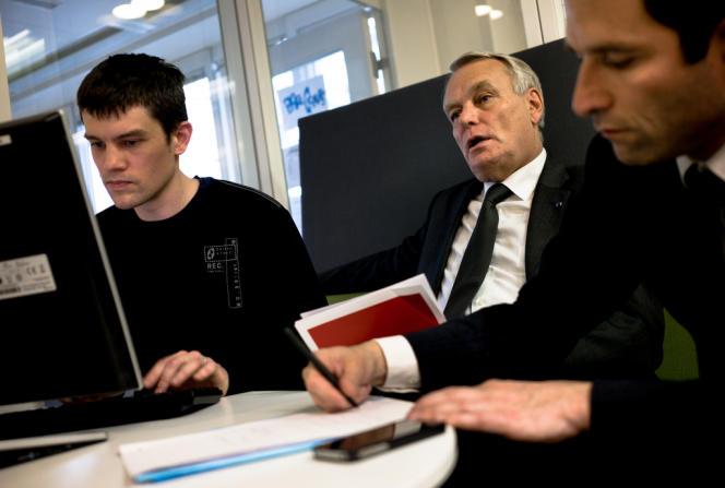 Jean-Marc Ayrault et Benoît Hamon ont répondu aux questions des lecteurs du Monde.fr, jeudi 2 mai après la présentation du projet de loi sur la consommation.