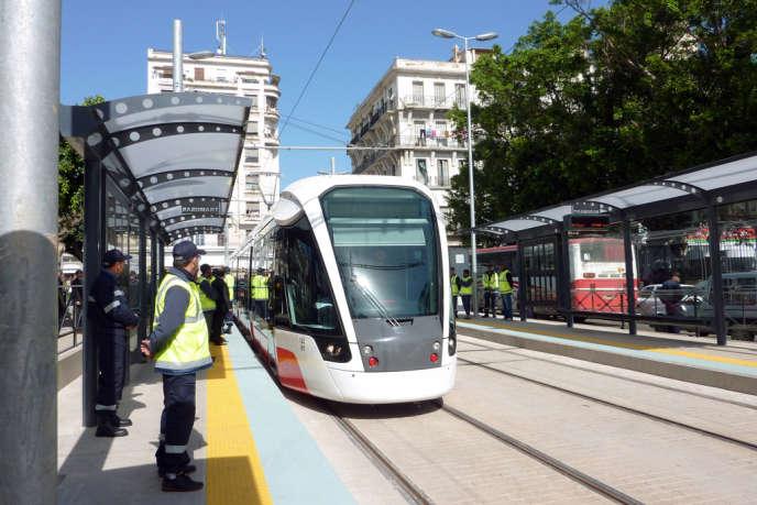 Le tramway d'Oran, une réalisation de RATP Dev, a été inauguré le 1er mai 2013.