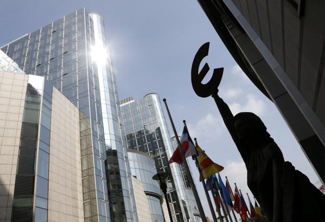 Devant le Parlement européen de Bruxelles.