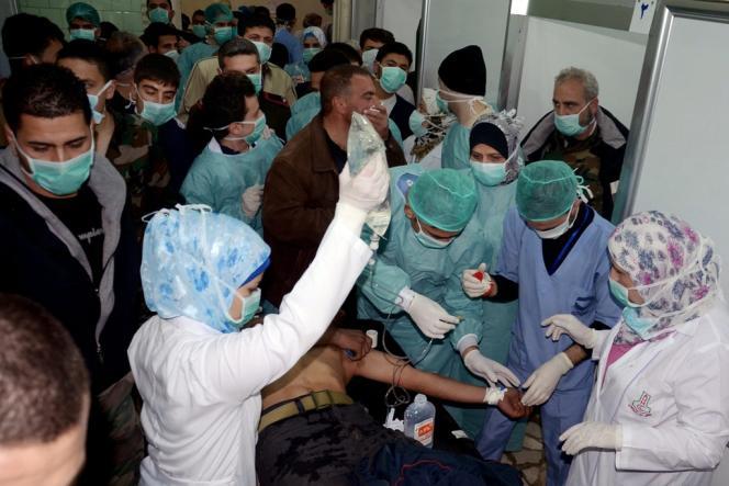A l'hôpital d'Alep après le tir d'obus à Khan Al-Assal, le 19 mars, qui avait fait 15 à 26 morts. Les médias syriens ont largement couvert l'événement accusant les rebelles d'utiliser des armes chimiques.