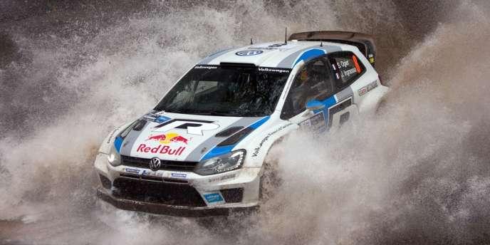 Sébastien Ogier, au volant de sa Volkswagen, le 2 mai, près de Agua de Oro, lors du rallye d'Argentine.