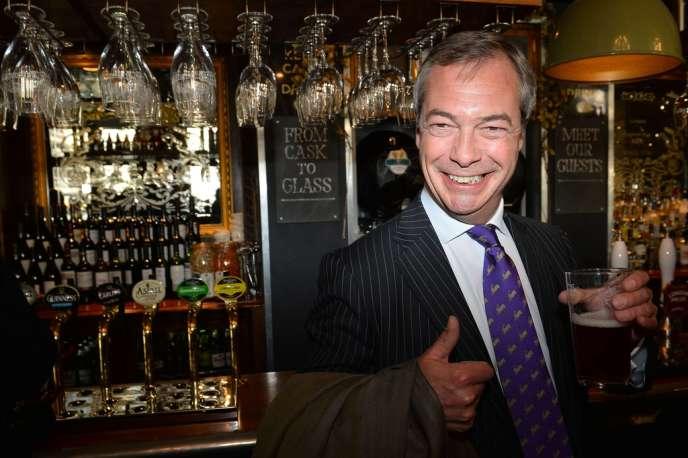 Le 3 mai, à Londres, Nigel Farage fête les bons résultats de l'UKIP aux élections locales.