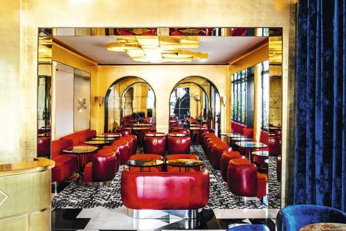 S'inspirant de l'indémodable Café de Flore, le Café Français, place de la Bastille récemment rénové, mise sur une atmosphère intimiste.