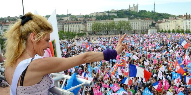 Frigide Barjot place Bellecour, à Lyon,  dimanche 5 mai.