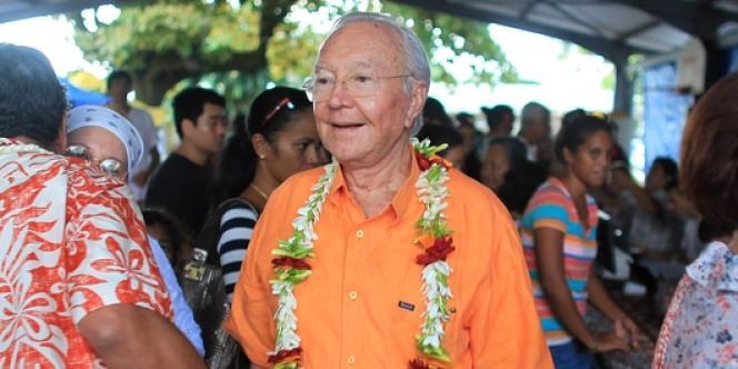 Gaston Flosse, lors du premier tour des élections territoriales polynésiennes, le 21 avril.
