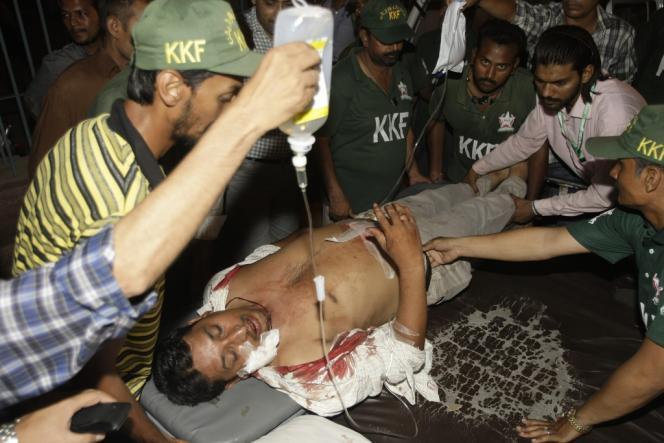 A Karachi, le 4 mai, après un attentat devant le siège d'un parti anti-taliban.