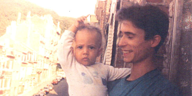 Sean, dans les bras de son père Olivier.