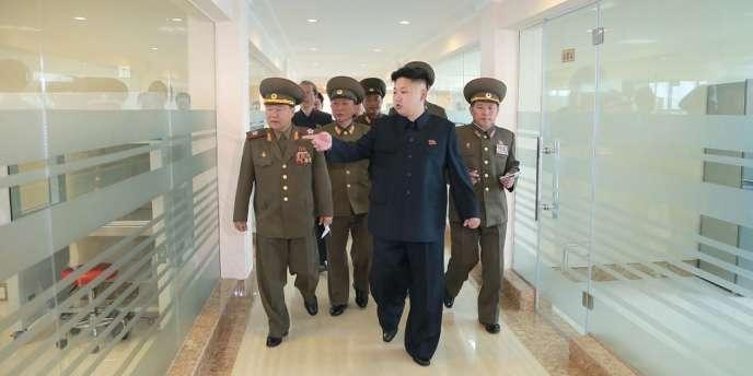 Le leader nord-coréen Kim Jong-un à l'académie des sciences de Pyongyang