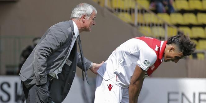 L'entraineur monégasque Claudio Ranieri et Nabil Dirar, le 14 mai au stade Louis II.