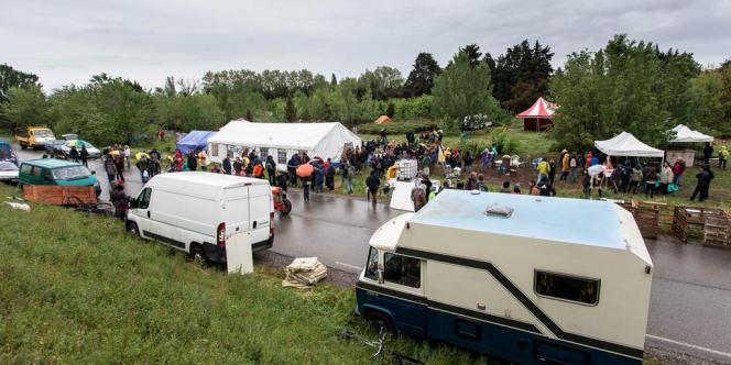 Après la manifestation de fin avril, le campement accueille une yourte dortoir et un hectare de terres s'apprête à être remis en culture.