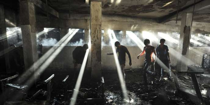 L'effondrement en avril d'un immeuble de neuf étages, le Rana Plaza, dû au non-respect des normes de construction, a fait 1 138 morts dans la banlieue de Dacca.