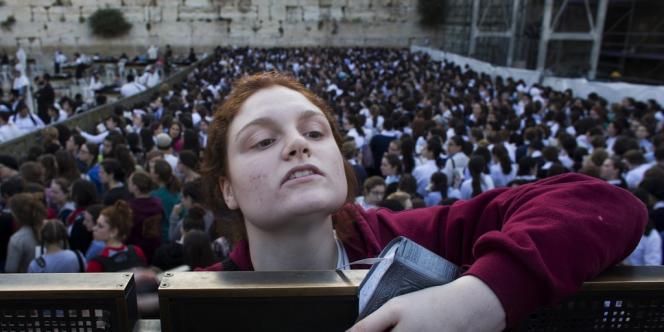 Des femmes ont pu prier vendredi 10 mai devant le mur des Lamentations à Jérusalem, dans un climat de tension, grâce à une nouvelle loi les y autorisant.