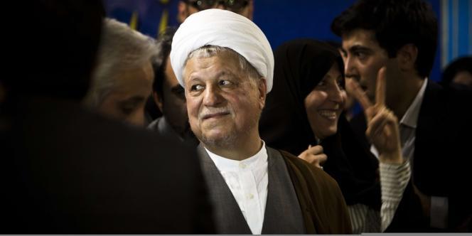 Akbar Hashemi Rafsanjani enregistre sa candidature, samedi 11 mai, pour l'élection présidentielle du 14 juin.