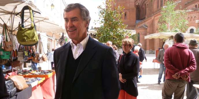 Jérôme Cahuzac au marché de Villeneuve-sur-Lot, samedi 11 mai.