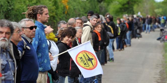 Une chaîne humaine s'était formée autour de la ZAD de Notre-Dame-des-Landes, le 11 mai 2013.