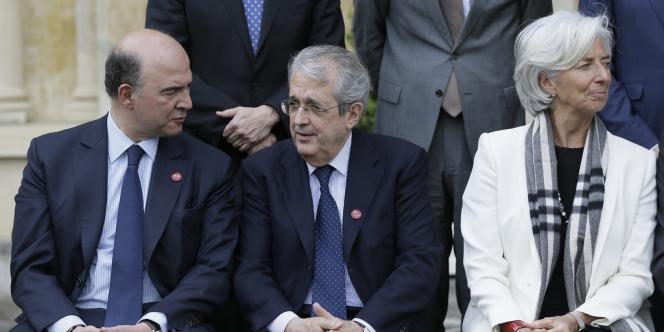 Pierre Moscovici, aux côtés du ministre italien des finances Fabrizio Saccomanni, et de la directrice du FMI Christine Lagarde lors de la réunion du G7 à Aylesbury, au Royaume-Uni.