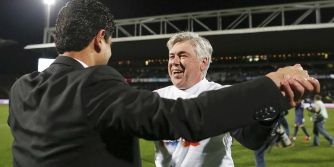 Carlo Ancelotti tombe dans les bras de Nasser Al Khelaifi, dimanche à Lyon.