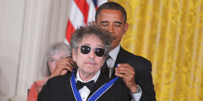 Barack Obama avait décoré Bob Dylan de la médaille présidentielle de la liberté le 29 mai 2012.