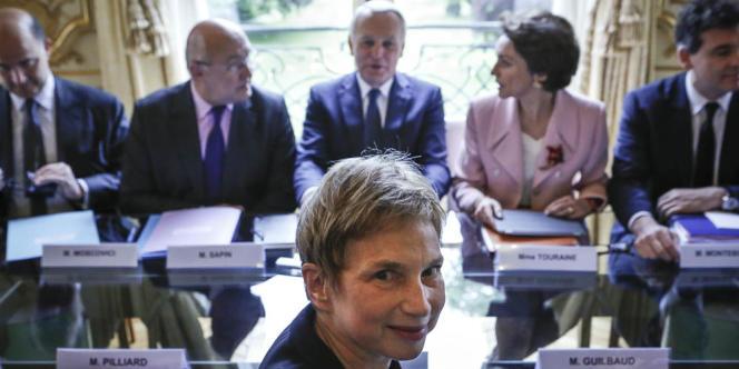 Jean-Marc Ayrault, Premier ministre reçoit Laurence Parisot et une délégation du MEDEF en présence des ministres, Pierre Moscovici, Michel Sapin, Marisol Touraine et Arnaud Montebourg dans le cadre de la préparation de la deuxième conférence sociale, à l'Hôtel de Matignon à Paris, le 13 mai.
