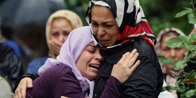 Les tueries, qui causent des dizaines de milliers de victimes, n'épargnent pas les forces vives de la nation, simples citoyens au courage exemplaire.