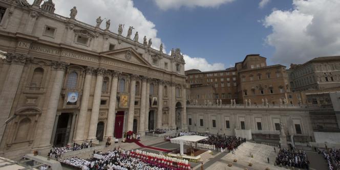 Place Saint-Pierre, au Vatican, le 12 mai.