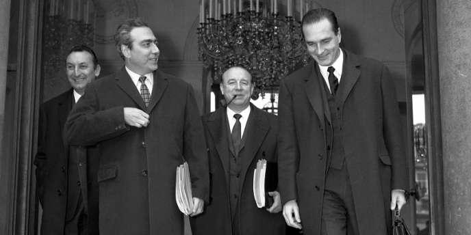 L'ancien secrétaire d'Etat à l'intérieur, André Bord, avec le ministre des finances François-Xavier Ortoli, le ministre de l'intérieur Raymond Marcellin et le secrétaire d'Etat à l'économie, Jacques Chirac, le 18 décembre 1968.