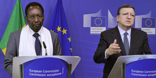 Le président malien, Dioncounda Traoré, aux côtés du président de la Commission européenne, José Manuel Barroso, le 14 mai à Bruxelles.