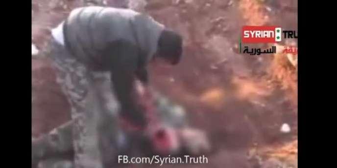 Selon Human Rights Watch (HRW), la vidéo montre