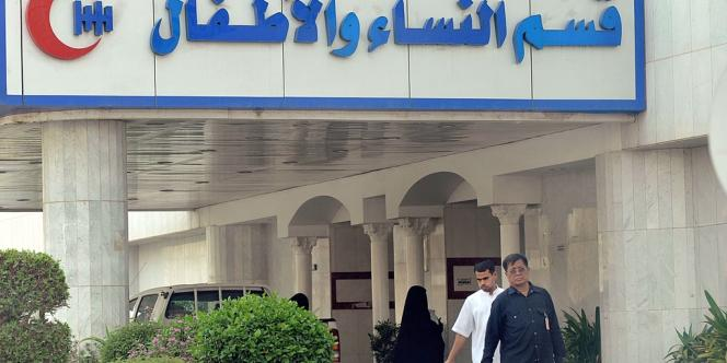 Deux personnels de santé saoudiens ont été infectés par le nouveau coronavirus proche du SRAS dont des patients hospitalisés étaient porteurs, a indiqué l'OMS mercredi.