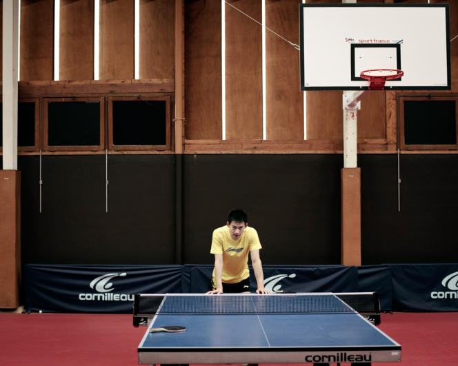 Qiu Yike, membre de l'équipe nationale, exerce en double.