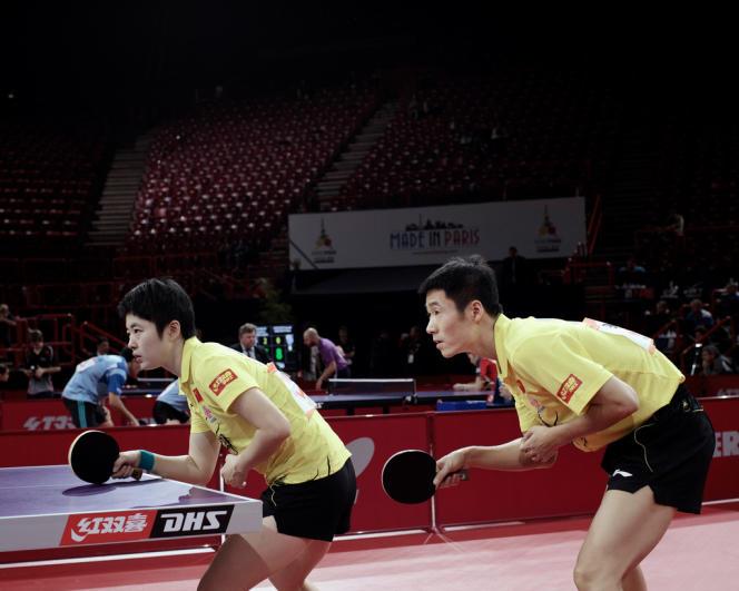 Le premier match en double mixte des Chinois au Mondial Ping, avec Rao Jingu et Wang Liqin, cinquième joueur mondial, le 14 mai, à Bercy.