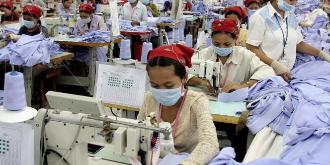Dans une usine textile de Phnom Penh, au Cambodge, en 2006.