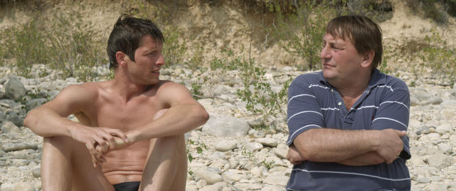 Pierre Deladonchamps et Patrick d'Assumçao dans le film français d'Alain Guiraudie,