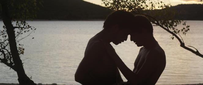 Christophe Paou et Pierre Deladonchamps dans le film français d'Alain Guiraudie,