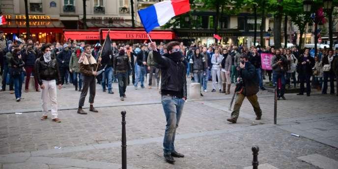 Les opposants au mariage pour tous sur la place de la Sorbonne, le 16 mai à Paris.