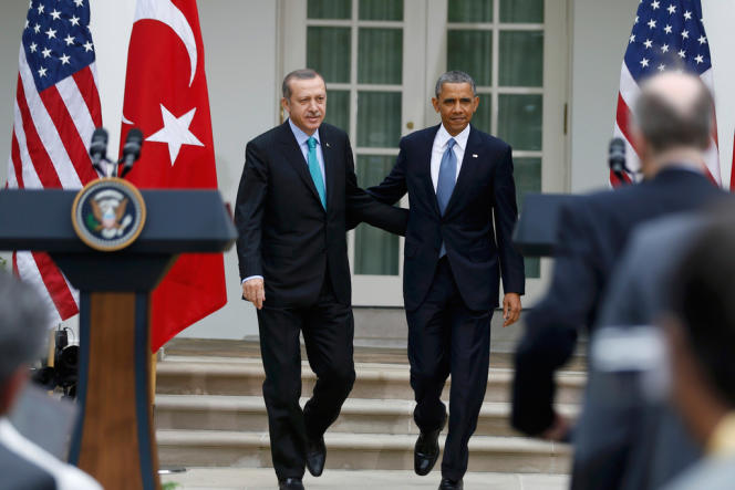 U.S. President Barack Obama (R) and Turkish Prime Minister Recep Tayyip Erdogan arrive for a joint news conference in the White House Rose Garden in Washington, May 16, 2013. REUTERS/Jason Reed (UNITED STATES  - Tags: POLITICS)