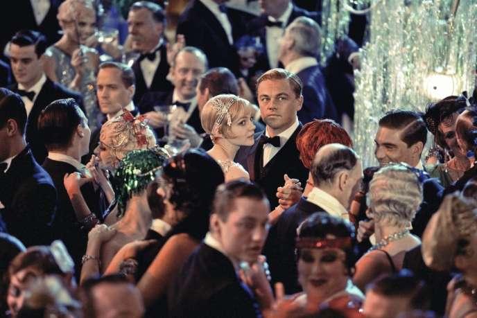 Dans son adaptation, Baz Luhrmann sort du mythe Gatsby pour raconter l'atmosphère des années 1920, et la course vers l'abîme boursier de 1929.