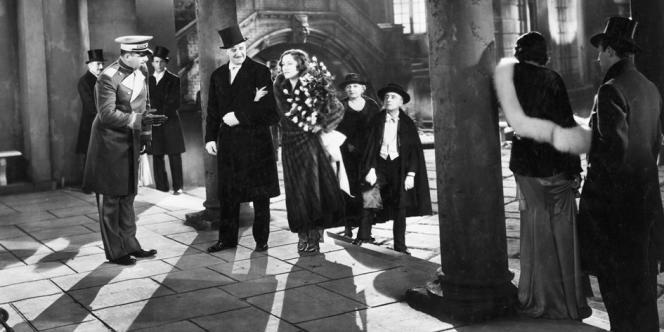 L'association entre grandes maisons et cinéma n'est pas nouvelle. En 1931, Coco Chanel signe les costumes de