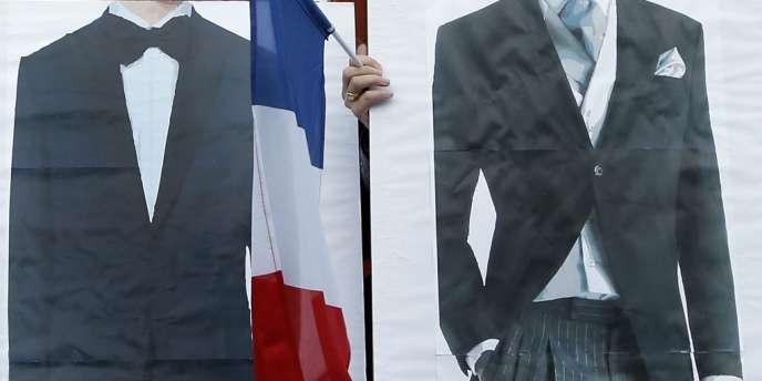 Deux militantes en faveur du mariage homosexuelles posent dans le Marais, à Paris, le 23 avril.