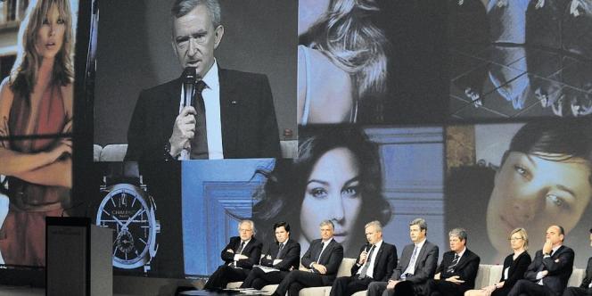 Bernard Arnault, PDG de LVMH, aux côtés de Pierre Godé, vice-président du groupe.