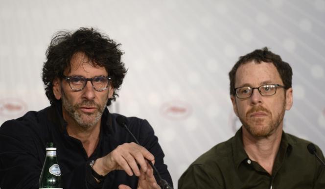 Les frères Joel (à gauche) et Ethan Coen lors d'une conférence de presse pour leur film